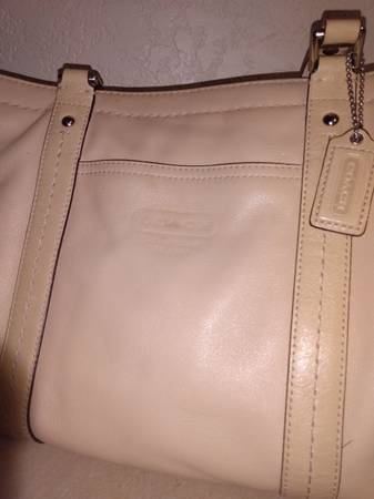 Photo New condition Leather Coach handbag Bag Coach purse Buttercream supple - $30 (Stillwater)