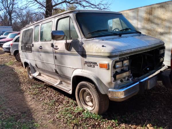 Photo Parting 94 Chevy conversion van regency no engine - $500 (Stillwater)
