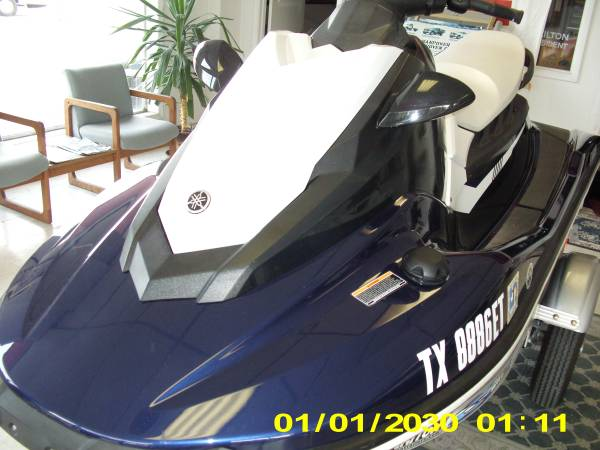 Photo Yamaha WaveRunner Jet Ski 2018 - $7995 - $7,995 (Lake Texoma Texas)