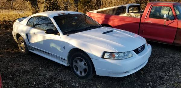 Photo 2000 Ford Mustang and 2002 and 2004 -package deal - $4,250 (Hiawatha, KS)