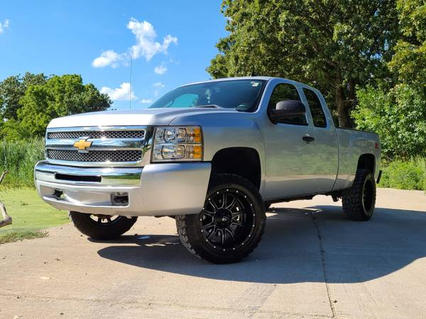 Photo 2013 CHEVY 1500 EXTENDED CAB 4X4 LIFTED TRUCK SUPER CLEAN - $18995 (Junction City)