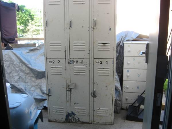 Photo 6 unit locker Cabinet. 6 - Personal lockers. 12 x 36 x 15. - $252 (omaha pick up. cash)