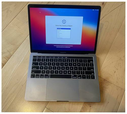 Photo Apple Macbook Pro 13quot 3,5GHz proc Pristine Gently used - $270 (Shawnee)