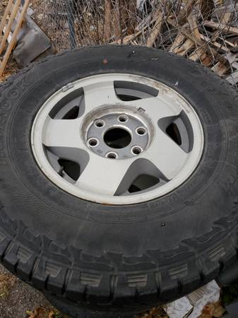 Photo Chevy 6 lug wheels - $100 (Leavenworth)
