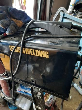 Photo Chicago electric 220v mig welder - $200 (Bendena)