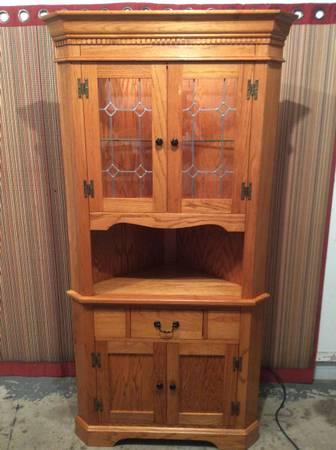 Photo China Hutch corner unit with lead glass doors-shelf-bottom storage-oak - $285 (omaha)