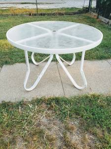 Photo Patio Table... Collapsible aluminum w tempered glass top....5ft... - $120 (Omaha Ne)