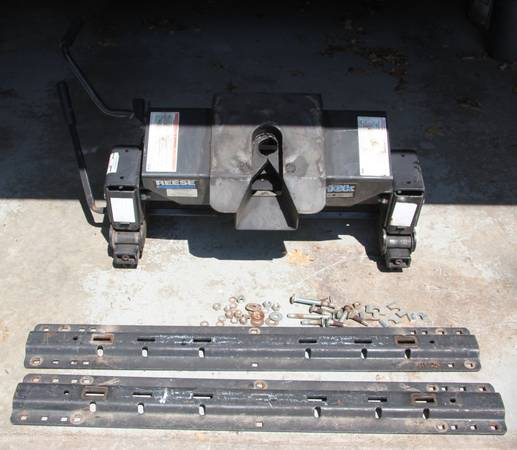 Photo Reese 16,000 lb 5th Wheel RV Slider Hitch 16K  Bed Rail Set - $300 (St. Joseph, MO)