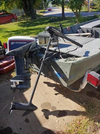 Photo 16 Foot Jon Boat w 9.9 Evinrude - TONS of Accessories - $1,999 (Valley Park Missouri)