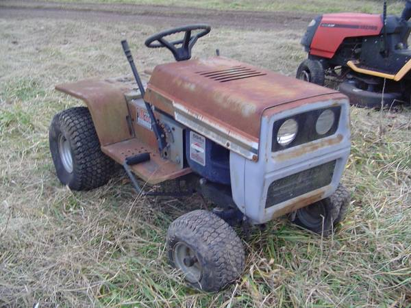 Photo 18 hp Riding Lawn Mower - 694 cc 4 cycle engine - $150 (Sullivan Mo)