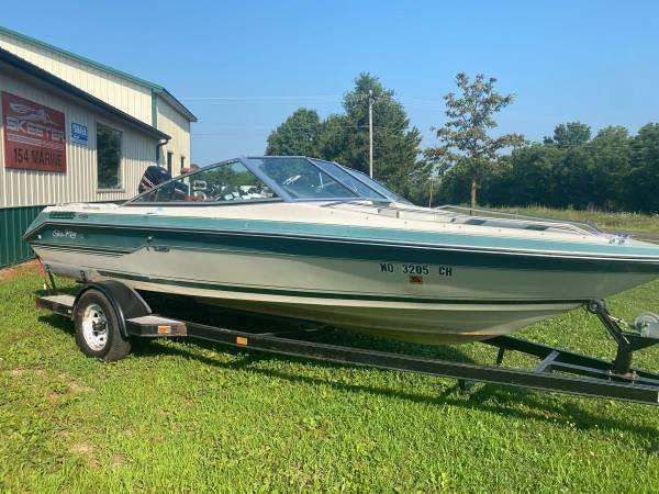 Photo 1988 Sea Ray 19ft Bow Rider - $4,900 (PERRY MO 63462)