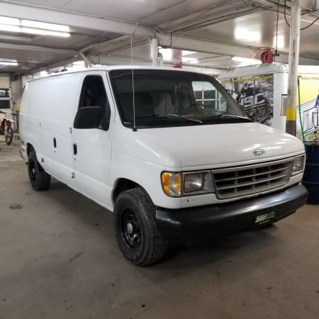 Photo 1992 Ford E-150 Econoline Van - $2000 (Wentzville)