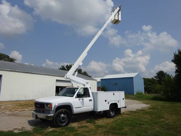 Photo 2000 GMC 3500HD Versalift Bucket Truck - $16,000 (O39fallon, IL)