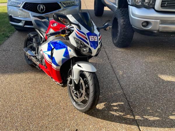 Photo 2008 Honda cbr 1000rr - $6,200 (Wentzville)