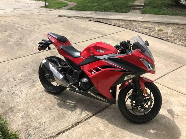 Photo 2016 Ninja 300 - $3,500 (Saint Louis)
