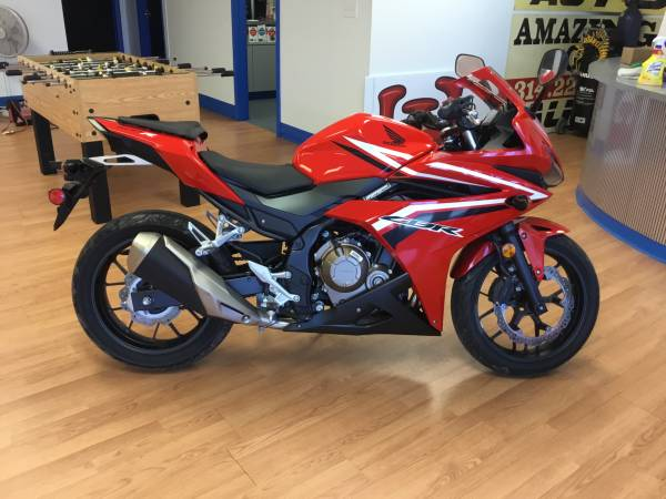 Photo 2017 HONDA CBR 500 WABSONLY 473 MILES1 OWNER$200 GIFT CARD - $5,500 (ST LOUIS)