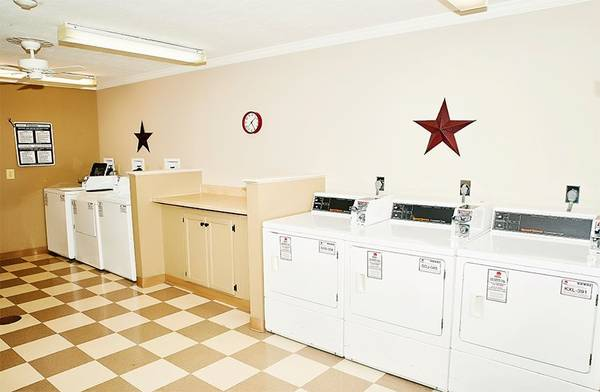 Photo 24-Hour Laundry Center, Air Conditioner, On-Site Beauty Salon (12565 Santa Maria Ct., St Louis, MO)