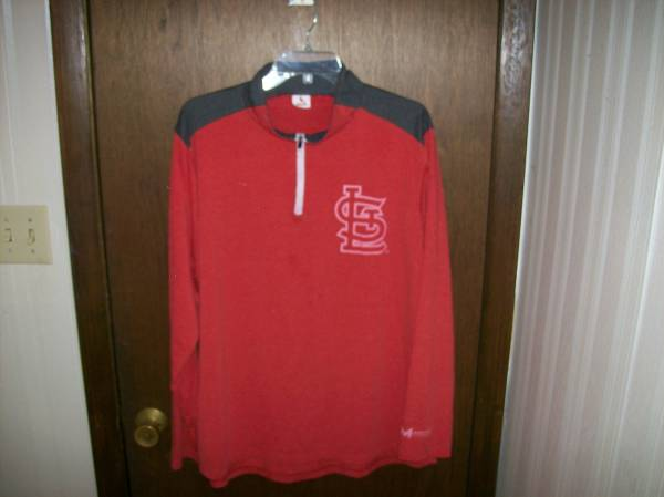 Photo CARDINALS (OFFICIAL GEAR) LONG-SLEEVED T-SHIRT (size is XL) - $10 (St. Louis County)