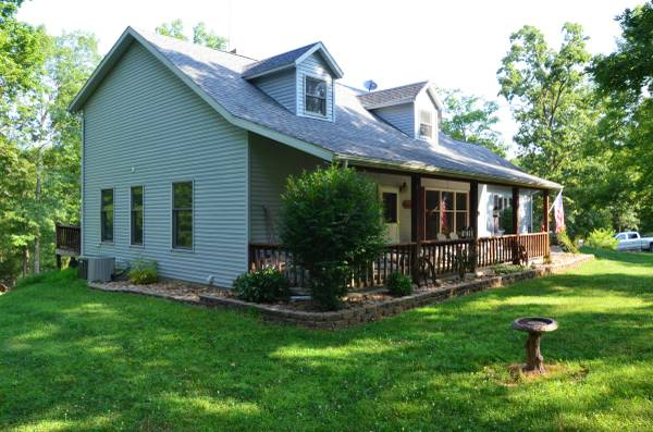 Photo Cape Cod Custom Built Home With Stocked Pond North Of Marble Hill (Bollinger County)