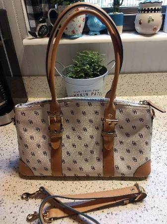 Photo DOONEY AND BOURKE PURSES - QTY OF 3-- PRICES LISTED - $1 (HOUSE SPRINGS)