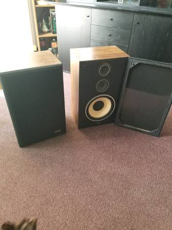 Photo Fisher DS-152 Pair of 3 Way Speaker System - $90 (St. Louis)