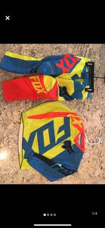 Photo Fox Youth Motocross Gear - $50