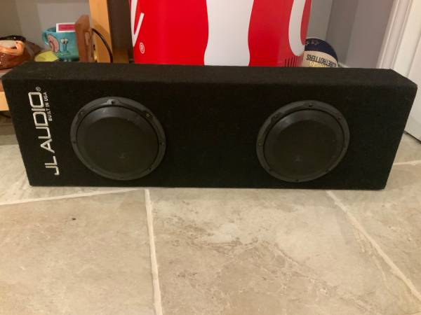 Photo JL Audio Dual 10 inch subwoofers - $300 (Maryville)