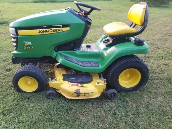 Photo JOHN DEERE X360 LAWN MOWER - $1,950 (Gillespie,IL)