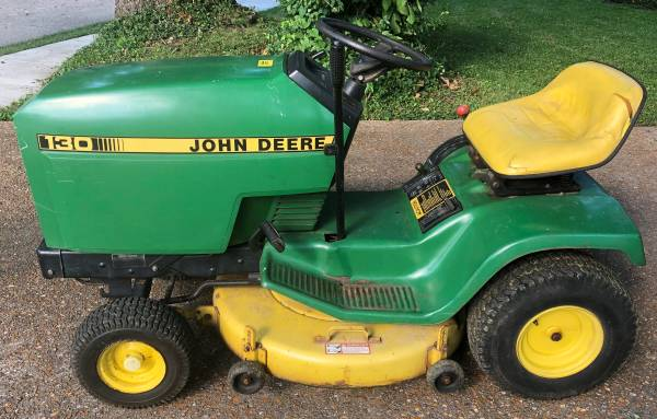 Photo John Deere 130 Lawn Tractor - $750 (St. Louis area)