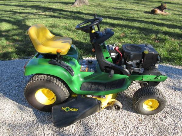 Photo John Deere LT133 - $500 (Washington, MO)