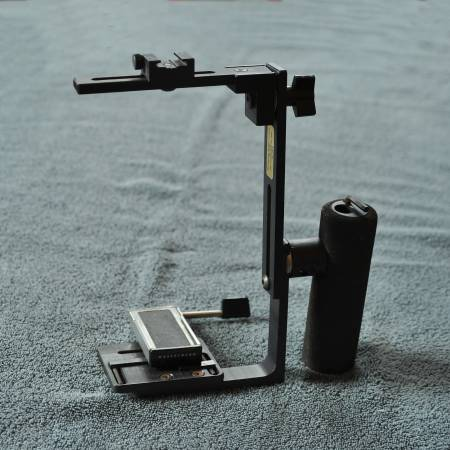 Photo NEWTON CAMERA BRACKET for MEDIUM FORMAT with HASSELBLAD QUICK RELEASE - $100 (St. Louis)