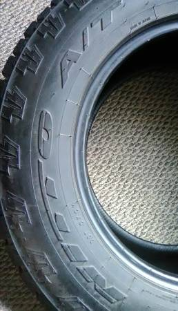 Photo Nitto Terra Grappler G2 all terrain 27565R18 like new - $95 (Saint Charles)