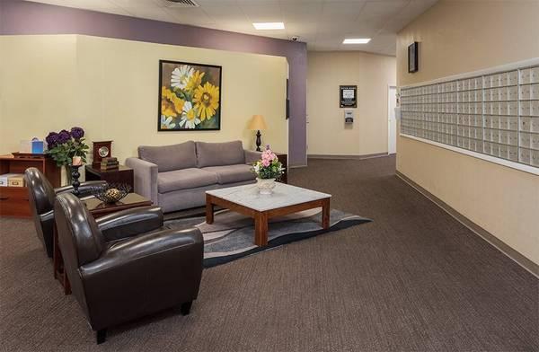 Photo On-Site Beauty Salon, 24-Hour Laundry Center, Community Clubroom (12565 Santa Maria Court, Hazelwood, MO)
