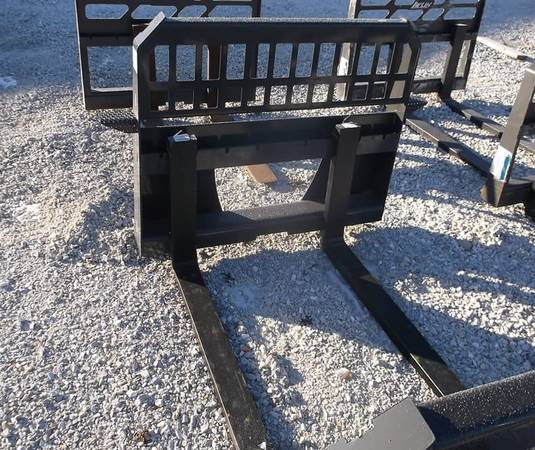 Photo Pallet Forks 48 Rated for 400039s - $850 (Shipman, IL)