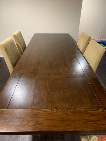 Photo Pottery Barn dining table and 6 chairs - $1,000 (Chesterfield)