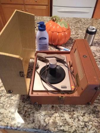 Photo Rca VICTOR RECORD PLAYER - $40 (imperial)