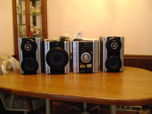 Photo Sony Stereo 4 Pieces never used 500 Total Watts - $130 (South County)