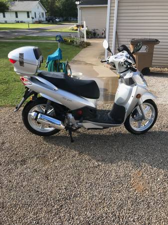Photo Sym scooter - $2,000 (Alton)