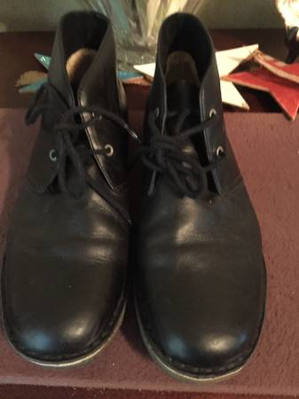 Photo Ugg Black Leighton Mens Ankle Boots Size 10 - $40 (Webster Groves)