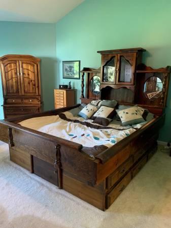 Photo Waterbed frame and headboard - $25 (Wildwood)