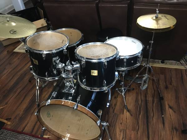 Photo Yamaha DP series intermediate drum kit (with stands, cymbals, pedal, and throne) - $400 (Villa Ridge)