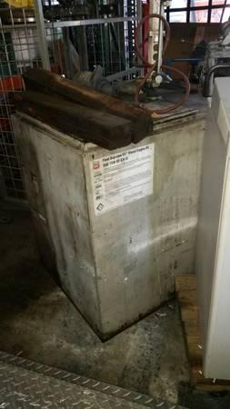 Photo 100 gallon aluminum Oil Tank with air lift pump - $500 (Tracy, CA)