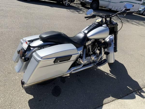 Photo 2005 Harley Davidson Road King - $12,000
