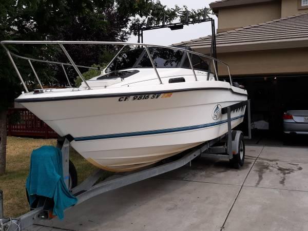 Photo Bayliner trophy boat - $19,500 (Stockton)