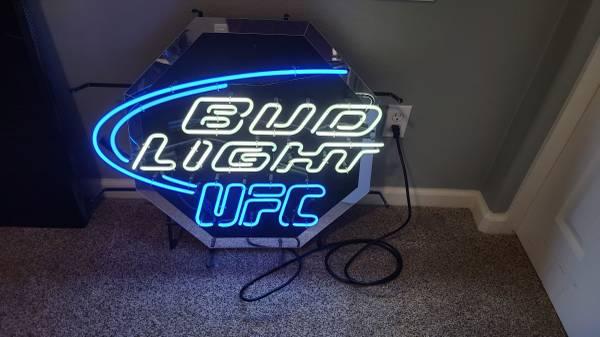 Photo Bud Light UFC neon sign - $225 (Tracy)