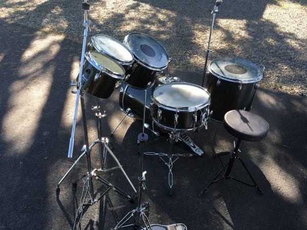 Photo Custom 6pc. SLINGERLAND Drum Kit - $600 (Wilton)