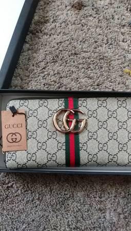 Photo Gucci wallet - $500 (Stockton)