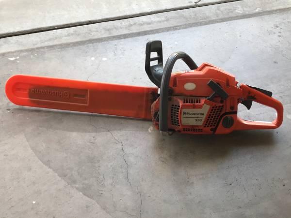 Photo Husqvarna chainsaw - $220 (Lodi)