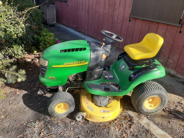 Photo John Deere L110 Lawn Tractor - $600 (Ripon)