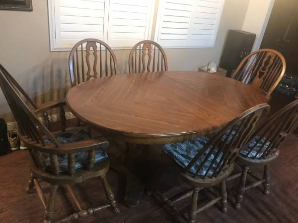 Photo Oak Dining Set - includes table, chairs, barstools, and hutch - $700 (Manteca)